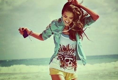 nina-dobrev-beach-clothes-fashion-Favim.com-681997