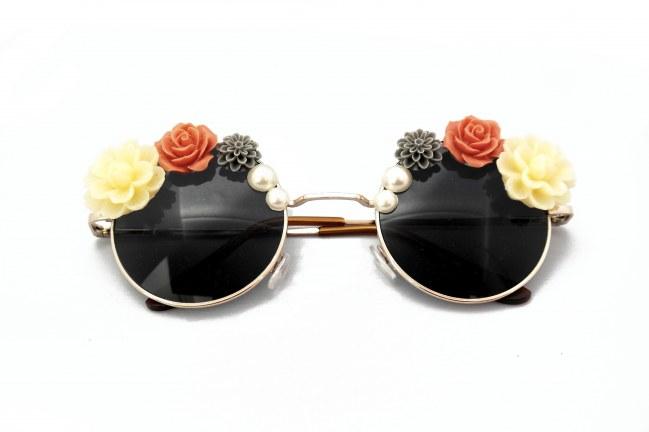 les-lunettes-de-soleil-paquerettes-paris-75-euros-sur-le-site-the-tops-893679_w650